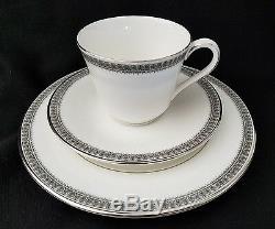 Ensemble De (8) Vintage Royal Doulton Ravenswood Dessert / Café Thé Ensemble